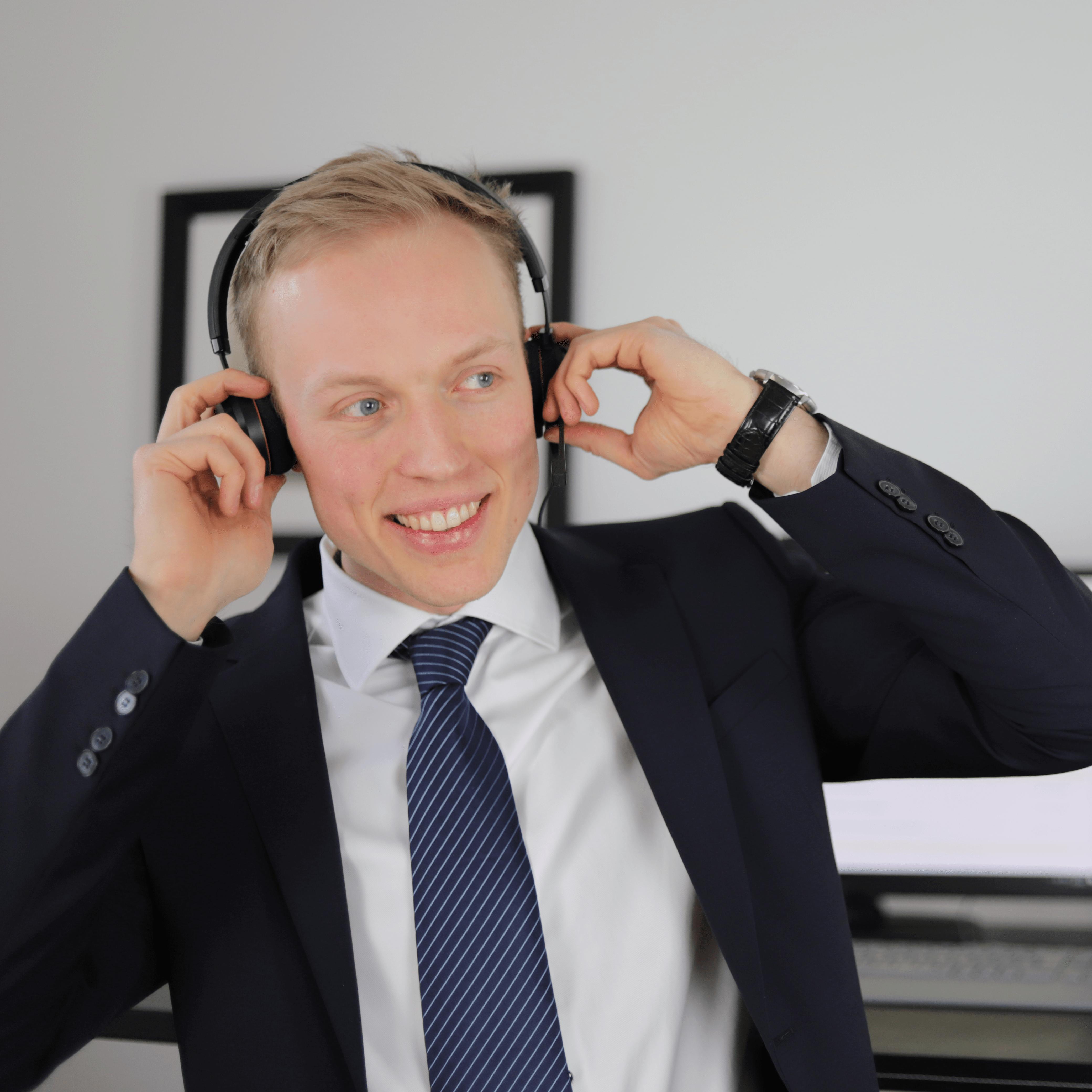 Daniel-Asmann-Webdesigner-und-Inhaber-Be-Brandy-Kassel-min-min.png